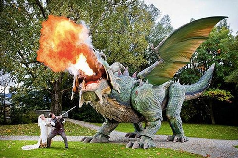 Illustration for article titled The world's largest robot is a 51-foot, fire-breathing DRAGON