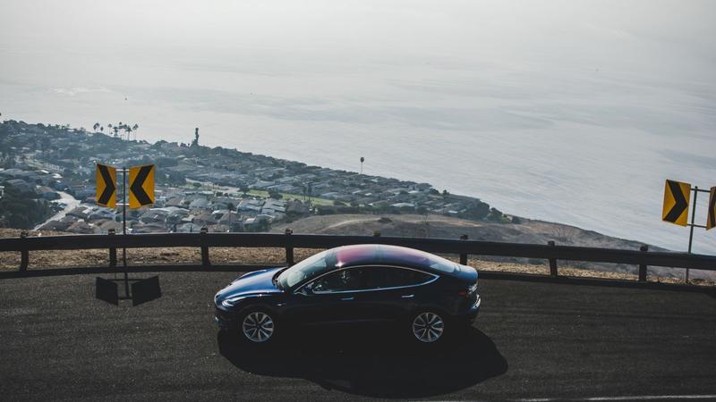 Illustration for article titled Tesla Making 2,000 Model 3s Per Week, Musk Says, Missing Target For First Quarter
