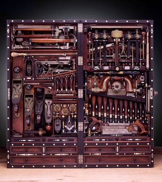 Illustration for article titled Late 1800s Studley Tool Chest is Function and Form