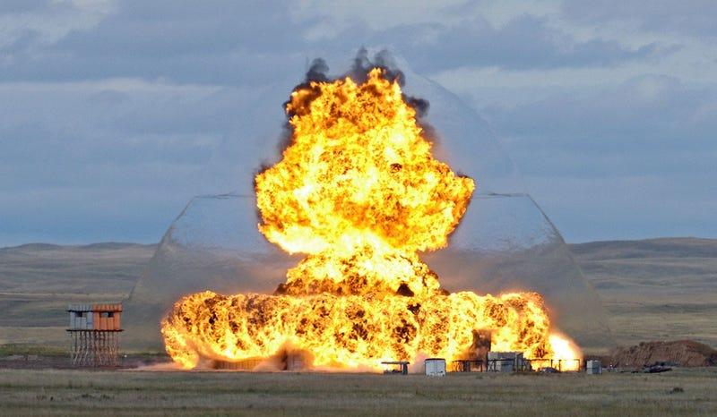 Una foto inusualmente nítida de la onda expansiva en una explosión