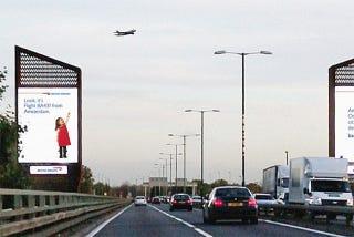 Illustration for article titled Los niños de estos anuncios saben qué vuelo pasa por encima