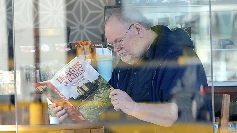 Illustration for article titled GOOD LORD, the Photos of Meghan Markle's Father Reading a Book at Starbucks Are FAKE!