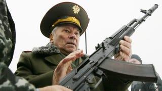 Illustration for article titled Minden, amit Mihail Kalasnyikovról és csodafegyveréről tudnod kell