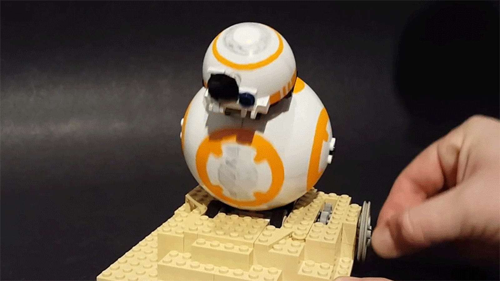 A Clever Star Wars fan Figured Out How to Build a Tiny Rolling BB-8 Using Only Lego