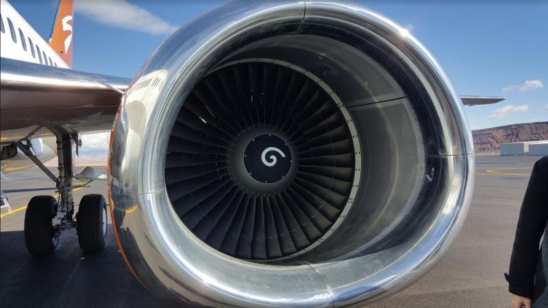 Illustration for article titled Para qué sirven las espirales blancas que se ven dentro de los motores de avión