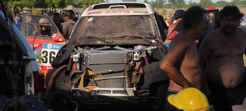 Illustration for article titled 11 Injured At Dakar Rally After Car Spears Into CrowdAs Race Only Begins