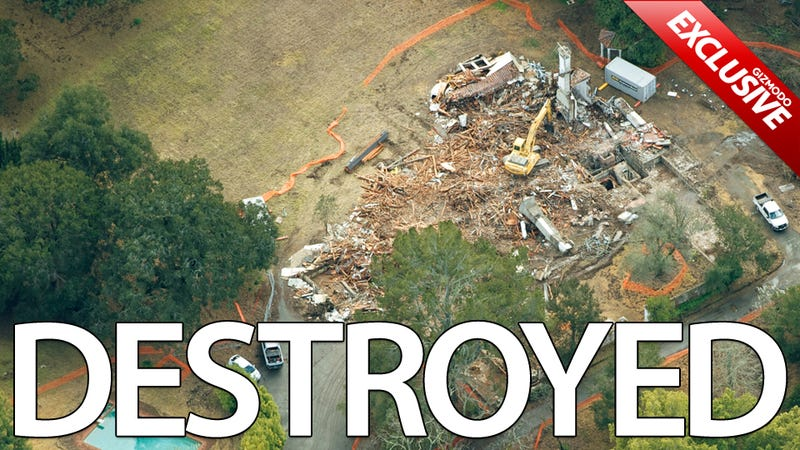 Illustration for article titled Exclusive Shots of Steve Jobs' Demolished House