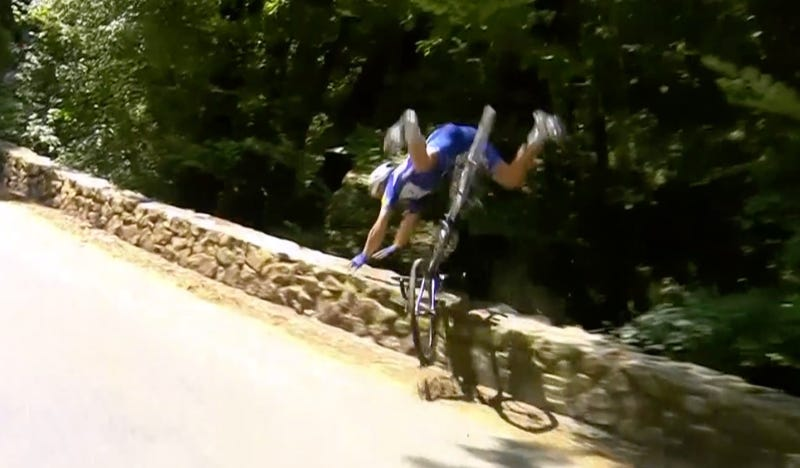 Illustration for article titled Somehow, Philippe Gilbert Rode Away After This Terrifying Crash [Update]
