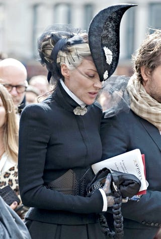 Illustration for article titled Daphne Guinness Fell Over At McQueen's Memorial Service