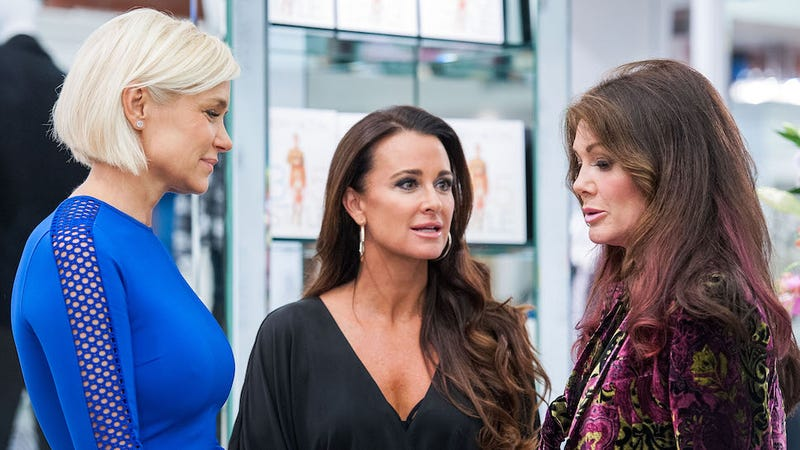 Illustration for article titled Carlton's Revenge: Kyle Richards' Beverly Hills Boutique Is Being Tormented by Bees