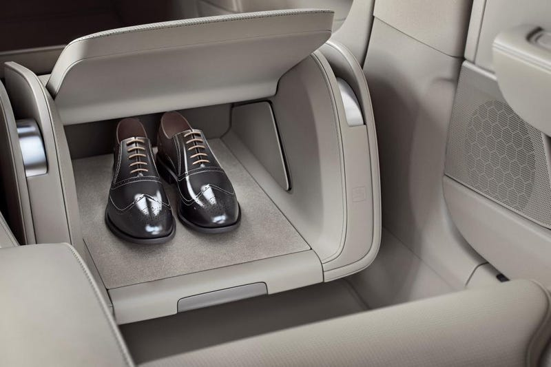 Illustration for article titled Chinese-Made Volvo S90 Excellence Has a Freaking Shoebox!