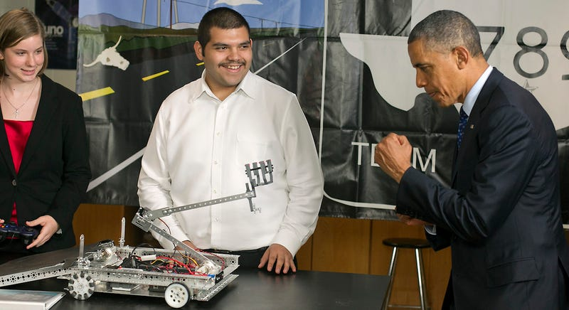 Illustration for article titled The 5 Best Times Obama Met With Robots