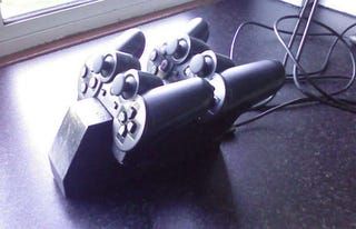 Illustration for article titled DIY PS3 Sixaxis Charging Station