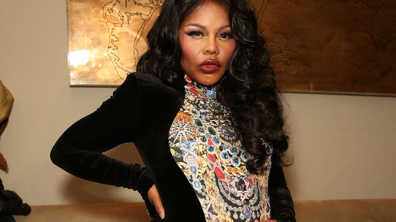 Illustration for article titled Lil' Kim Asks Fans to Buy Her Two $7,899 Strollers