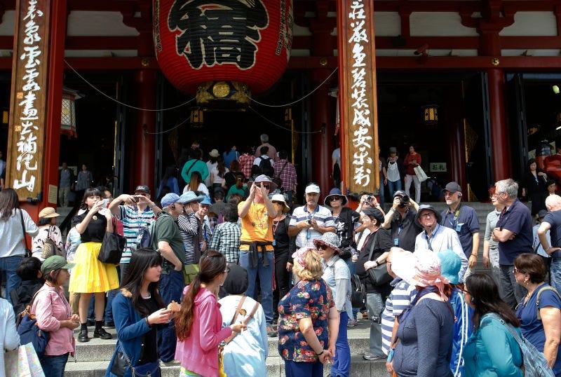 Cómo los turistas se han convertido en un dolor de cabeza en Japón