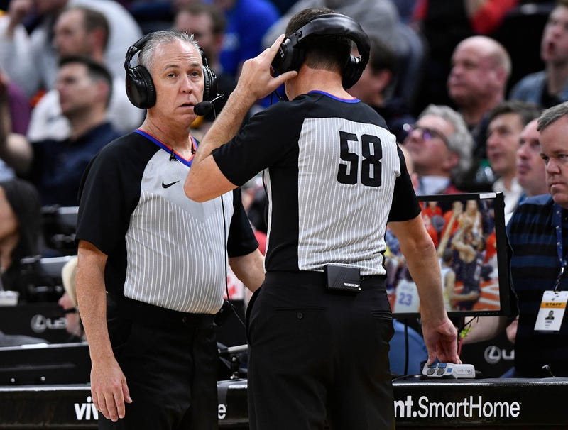 Illustration for article titled Video On Ref's Replay Screen Just Adam Silver Demanding He Call Fewer Fouls On Warriors