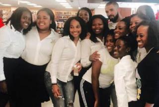 Drake poses with fans at Howard UniversityTwitter/@_taafari
