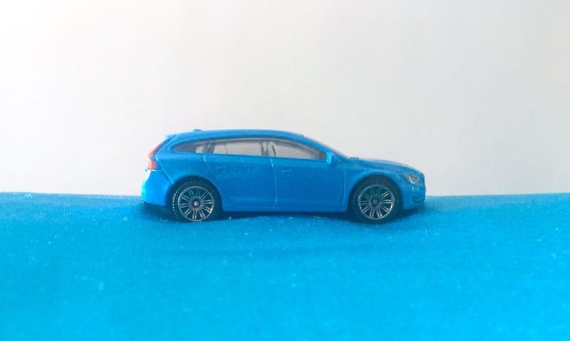 Illustration for article titled LaLD Car Week 2018 - Blue as a V60 (in Rebel Blue) can be