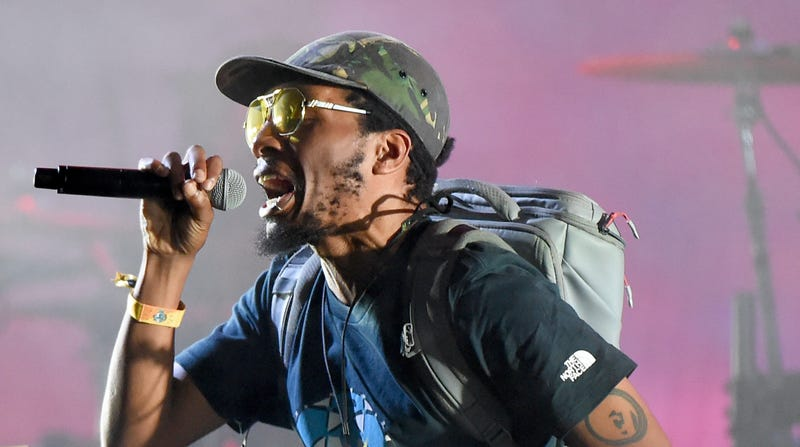 Illustration for article titled Gorillaz concert ends early after Del The Funky Homosapien falls off stage