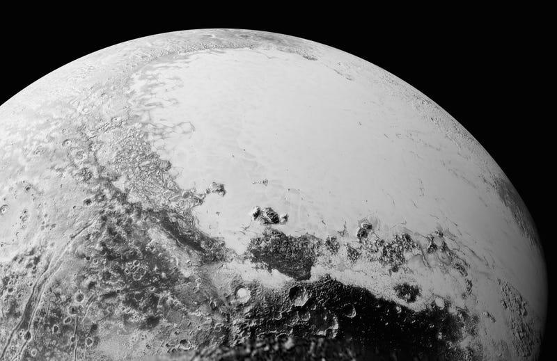 Illustration for article titled La NASA publica nuevas fotos de Plutón que detallan lo compleja que es su superficie