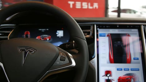 Watch Tesla Autopilot 2.0 Drive Like A Drunk Old Man