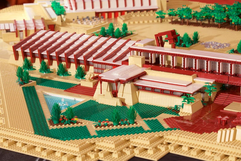 Illustration for article titled 180,000 pieces and 420 hours of work went into the Lego Taliesin West