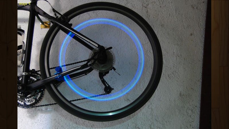Illustration for article titled This DIY Bike Safety Light Never Needs Batteries, Is Powered by You