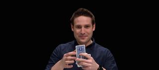 Illustration for article titled Este mago es capaz de adivinar tu carta a través de un video