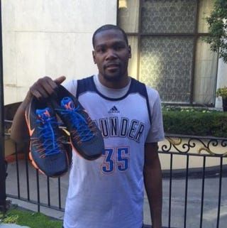 Kevin Durant and the sneakers he's giving to a fanKevin Durant via Instagram