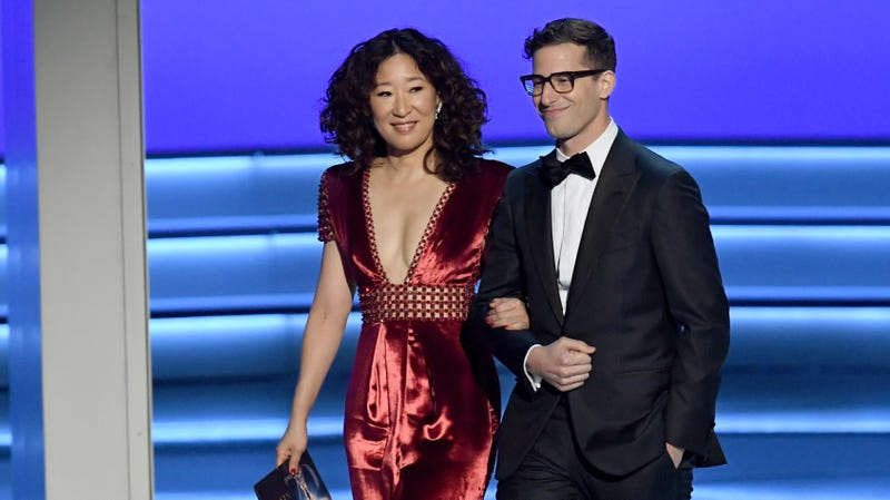 Illustration for article titled TV delights Sandra Oh and Andy Samberg to host next year's Golden Globes