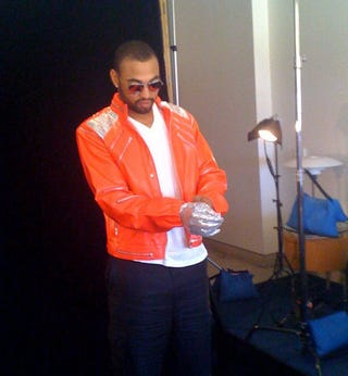 Illustration for article titled Here's a Picture of Matt Kemp Putting on a Sequined Glove