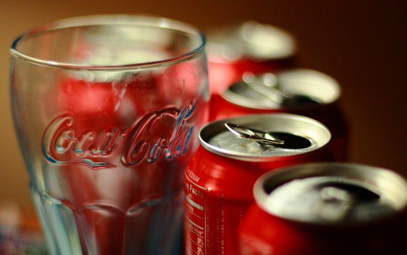 Pagan Coca-Cola y PepsiCo para que no les peguen