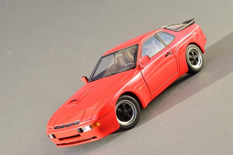 Illustration for article titled Teutonic Tuesday: AUTOart Porsche 924 Carrera GT