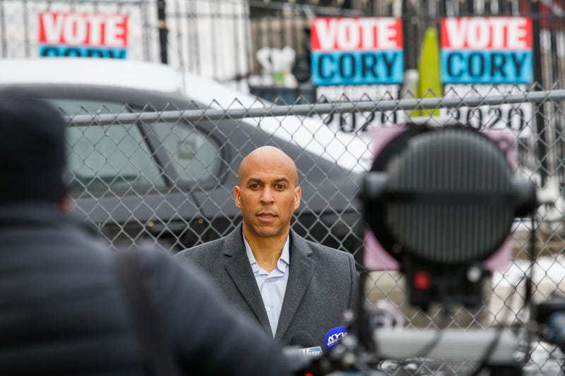 Illustration for article titled Sen. Cory Booker Has a Girlfriend. Now Can We Stop Talking About His Dating Life?