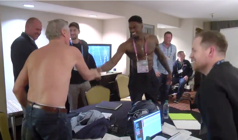 Illustration for article titled Seahawks Had Future Second-Round Pick DK Metcalf Arrive Topless To Combine Interview