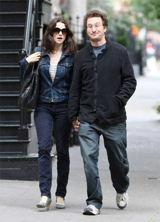 Illustration for article titled Vogue Cover Girl Rachel Weisz Explains Fashion To Somewhat Frumpy Hubby
