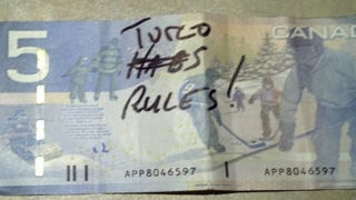 "Illustration for article titled Chicago's Marty Turco Uses Bench Time To Place Bets With Fans, Write ""Turco Rules!"" On $5 Bills"