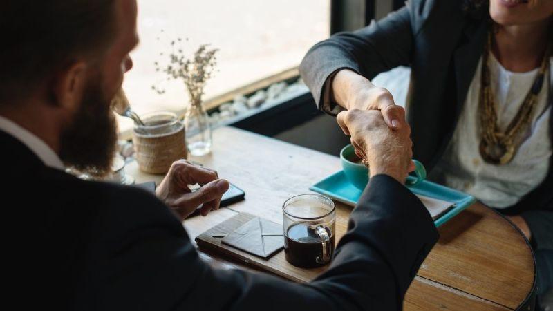 Illustration for article titled Por qué deberías mandar una nota de agradecimiento después de una entrevista de trabajo