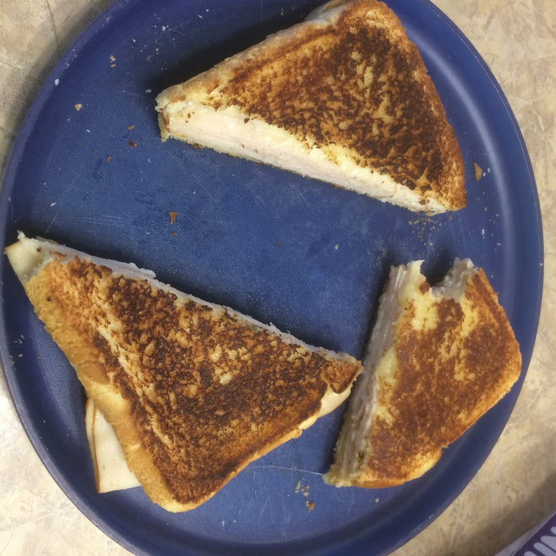 Illustration for article titled Grilled Cheese gets the diagonal cut
