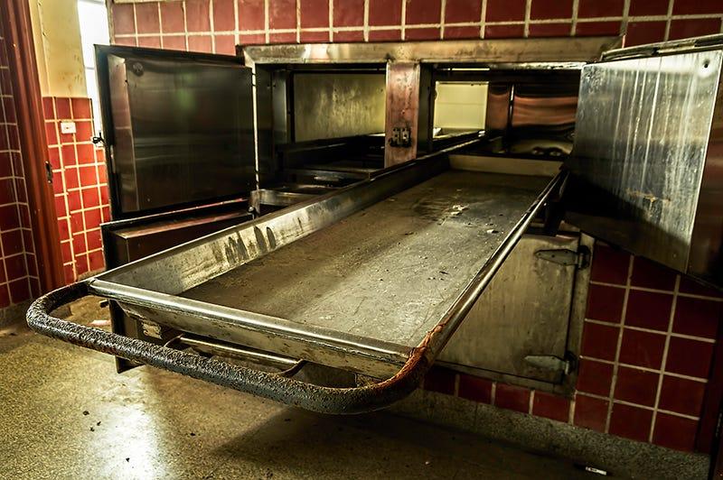Illustration for article titled Una mujer se despierta en una nevera de la morgue después de ser declarada muerta, ¿cómo demonios pudo pasar?