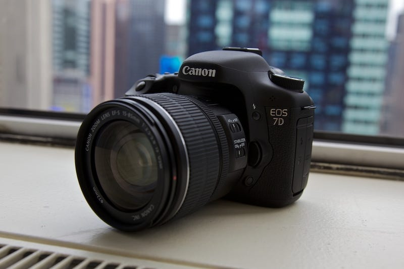 Canon 7D DSLR First Hands On 18 Megapixels 24FPS Full HD
