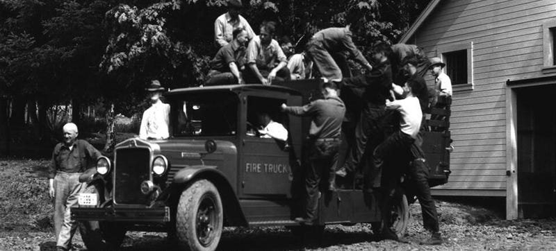 Illustration for article titled This Is What A Wildland Fire Fighting Crew Looked Like In 1933