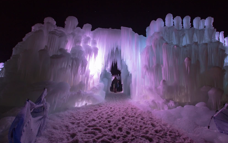 Illustration for article titled Timelapse shows how thousands of icicles turn into a frozen fortress