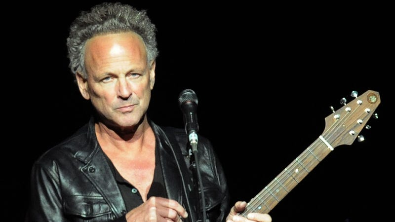 Illustration for article titled Lindsey Buckingham has been fired from Fleetwood Mac