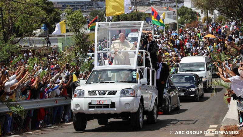 Illustration for article titled The Pope's Humble Pickup Truck Is A Very Practical Popemobile