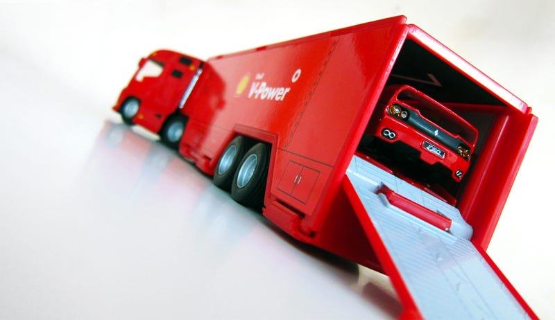 Illustration for article titled [Ferrari Friday] Rig Hauler + F50 Set from Bburago