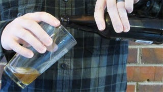 Illustration for article titled Aim for the Middle of the Glass to Pour Beer Perfectly