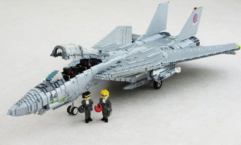 Illustration for article titled LEGO Top Gun Should Be On The Front Page Of Every Newspaper