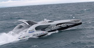 Illustration for article titled Earthrace Boat: Carbon Trimaran Stabs Through Waves, Video