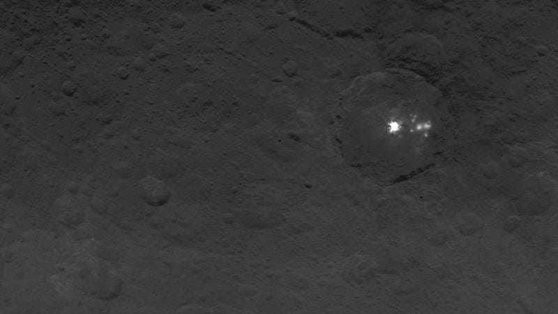 Illustration for article titled Ceres' Bright Spots Continue to Mystify Astronomers